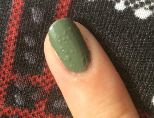 Почему лак для ногтей пузырится при нанесении