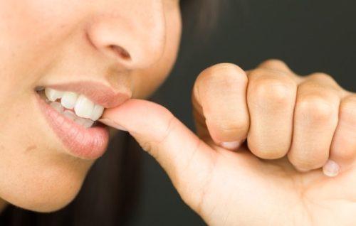 Как перестать грызть ногти?