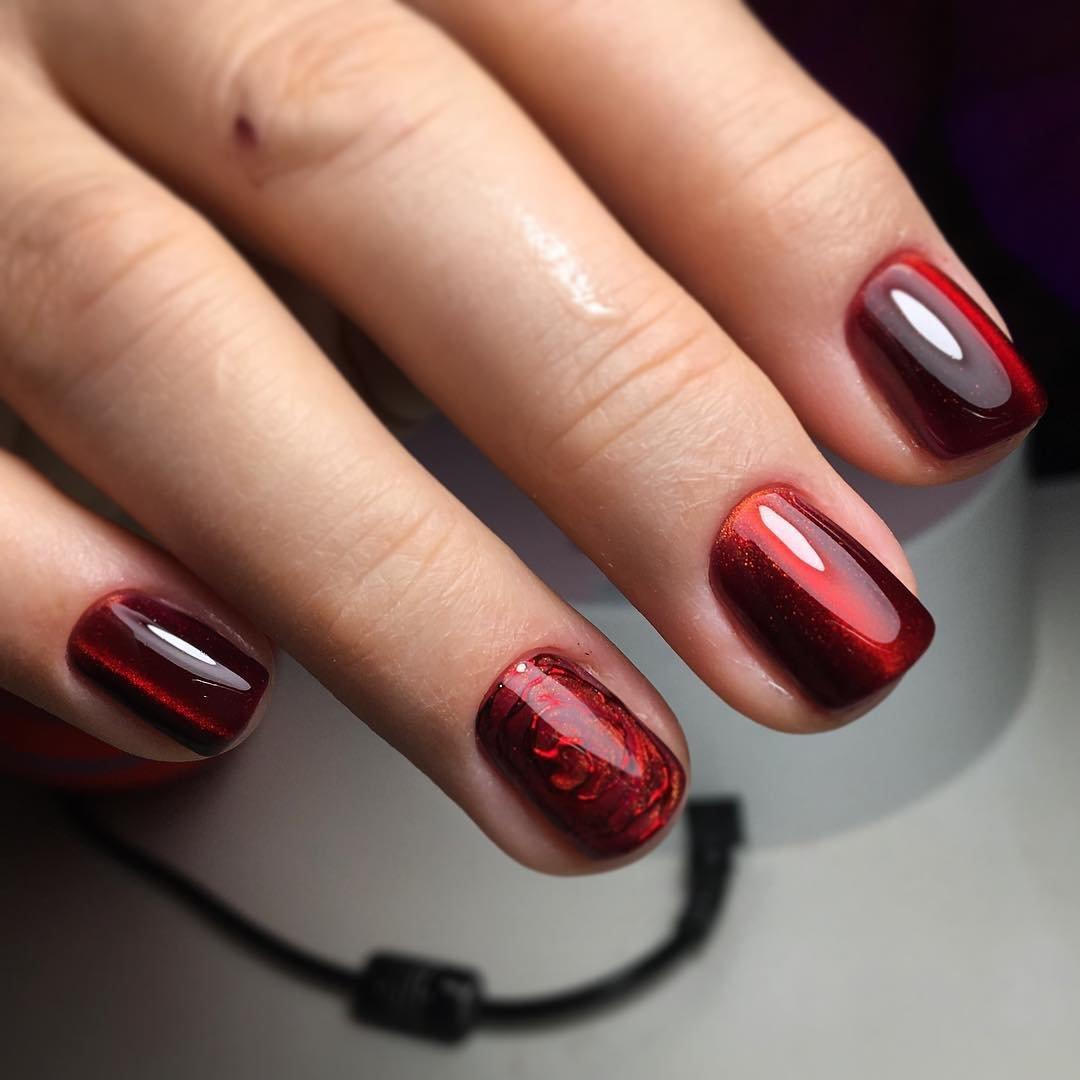 Красно бордовый модный маникюр