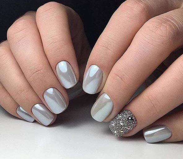 Фото нарощенных ногтей 2018 с блестками