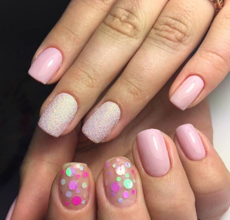 Камифубуки на розовых ногтях