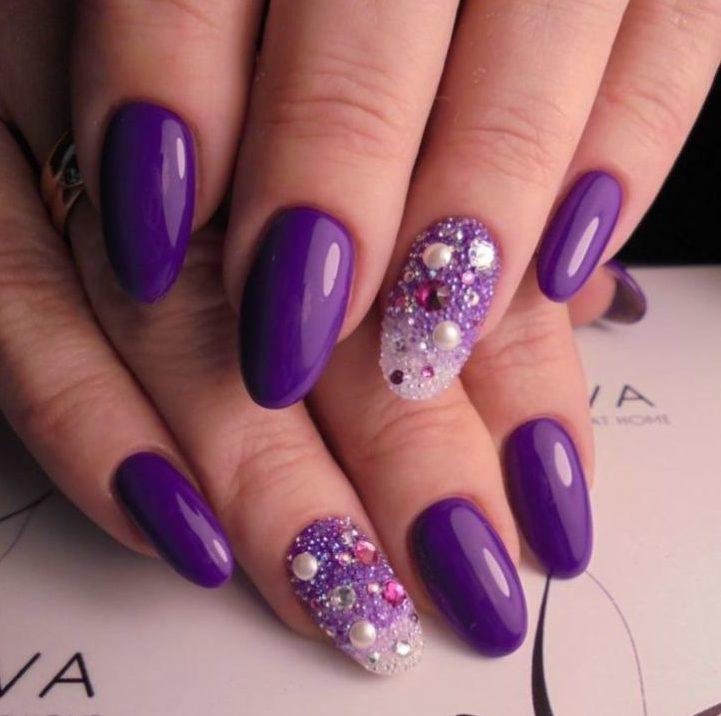 Ярко фиолетовый маникюр