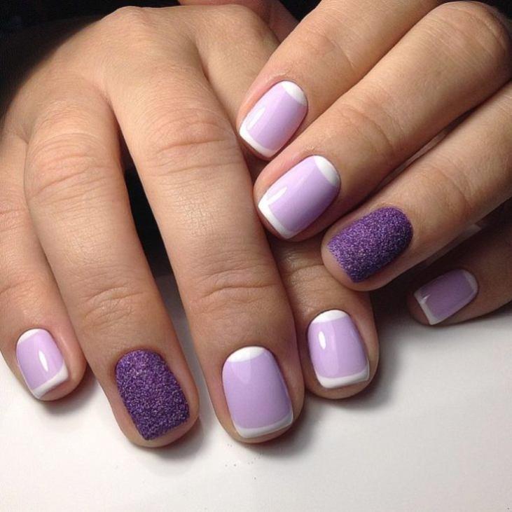 Лунный маникюр нежно-фиолетового цвета